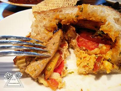 kokotel-siracha-pork-sandwich-closeup