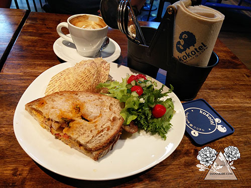 kokotel-siracha-pork-sandwich
